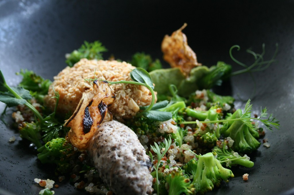 Broccoli salad with quinoa and nut fried egg